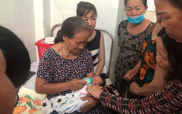 Vụ bé sơ sinh bị chôn sống: Nhiều người muốn nhận bé làm con nuôi Chia sẻ - Ảnh 4
