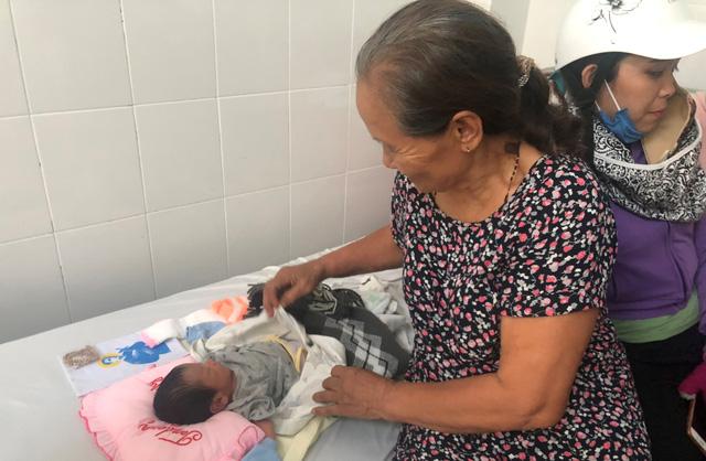 Vụ bé sơ sinh bị chôn sống: Nhiều người muốn nhận bé làm con nuôi Chia sẻ - Ảnh 6