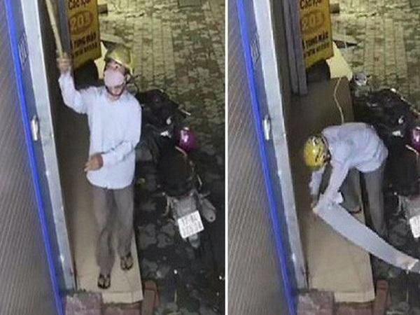 Nam thanh niên dùng cây 'hái trộm' camera an ninh ở Hà Nội - Ảnh 1
