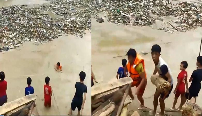 Clip nhiều em nhỏ lao xuống dòng nước lũ vớt củi bất chấp nguy hiểm - Ảnh 1