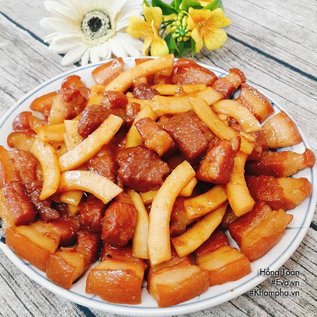 Bữa cơm đơn giản với thịt ba chỉ kho dừa, canh mồng tơi nhưng ai thấy cũng thèm - Ảnh 3