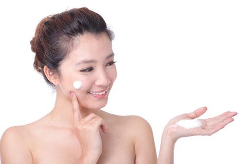 Dùng kem chống nắng cho da mụn bảo vệ lớp Collagen và Elastin trên da