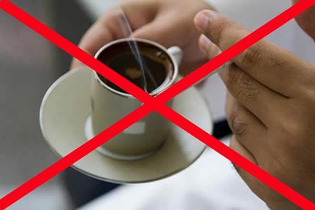Không nên uống cà phê và sử dụng chất kích thích để cải thiện giấc ngủ