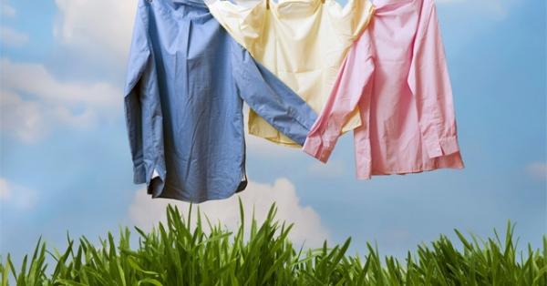 Phơi quần áo bị ẩm dưới nắng là cách loại bỏ mùi hôi hiệu quả