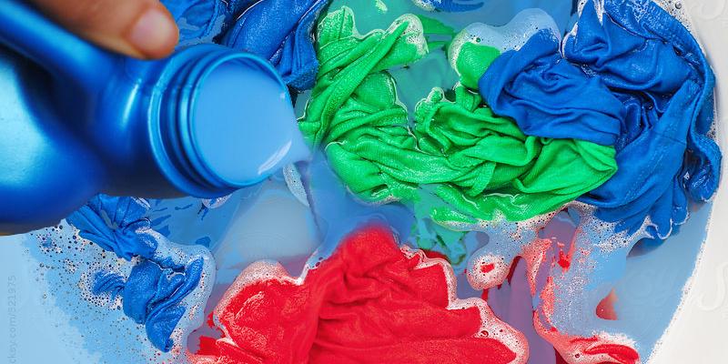 Ngăn chặn quần áo có mùi hôi khi bị ẩm ướt với nước xả vải