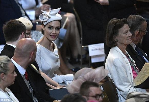 Angelina Jolie thanh lịch và quý phái xuất hiện trong sự kiện tại thánh đường St. Paul - Ảnh 3
