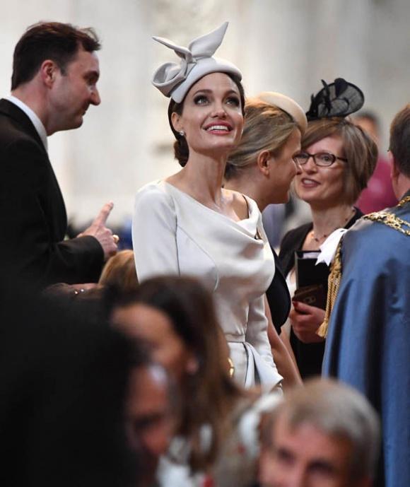 Angelina Jolie thanh lịch và quý phái xuất hiện trong sự kiện tại thánh đường St. Paul - Ảnh 5