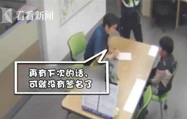 Trót lấy trộm tiền mẹ, cậu bé 12 tuổi ân hận tới đồn cảnh sát tự thú - Ảnh 1