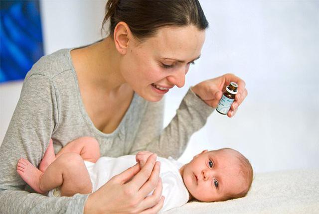 Con chán ăn, ngộ độc vì mẹ chăm cho uống vitamin D - Ảnh 1