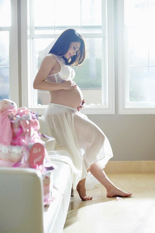 Thanh Thảo khoe tủ đầy quần áo của con gái sắp chào đời - Ảnh 2