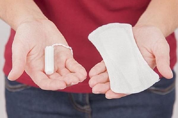 """""""Khóc ròng"""" vì viêm vùng kín nặng do dùng băng vệ sinh theo cách nhiều chị em đang làm - Ảnh 1"""