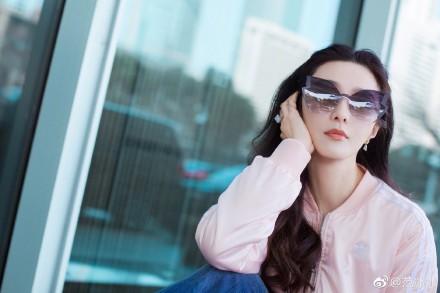 Phạm Băng Băng lên đồ ánh bạc, đeo kính mắt hình bướm đi sự kiện - Ảnh 8
