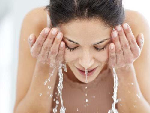 Cực dễ, rửa mặt bằng nước ấm với nguyên liệu này, da lúc nào cũng láng mịn như gái 20 - Ảnh 5