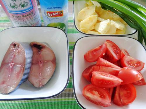 Cá ngừ kho dứa ngon cơm - Ảnh 1