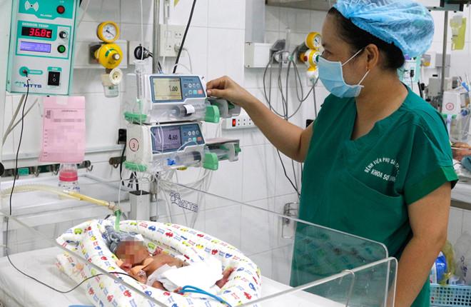 Cứu sống bé gái sinh non ngưng thở, nặng 740 gram - Ảnh 1