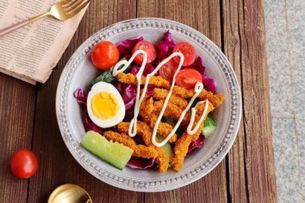 Bữa trưa ngon miệng với món salad bò chiên giòn - Ảnh 3