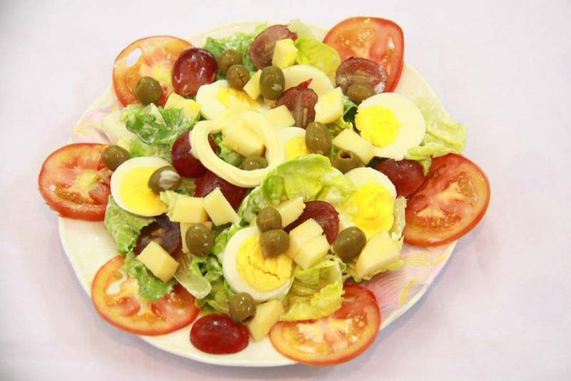 Bổ sung rau củ ăn kèm với trứng và hạn chế thức ăn dầu mỡ để giảm cân nhanh