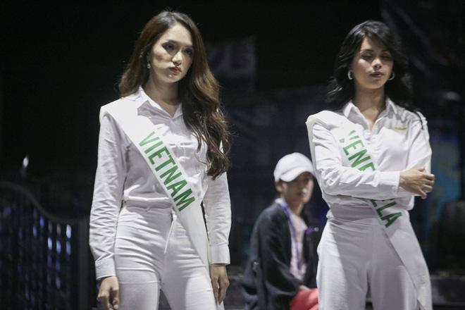 Hương Giang cùng dàn thí sinh tất bật tập luyện trước thềm Chung kết Hoa hậu chuyển giới Quốc tế - Ảnh 7