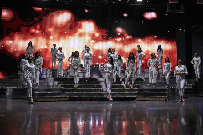 Hương Giang cùng dàn thí sinh tất bật tập luyện trước thềm Chung kết Hoa hậu chuyển giới Quốc tế - Ảnh 9