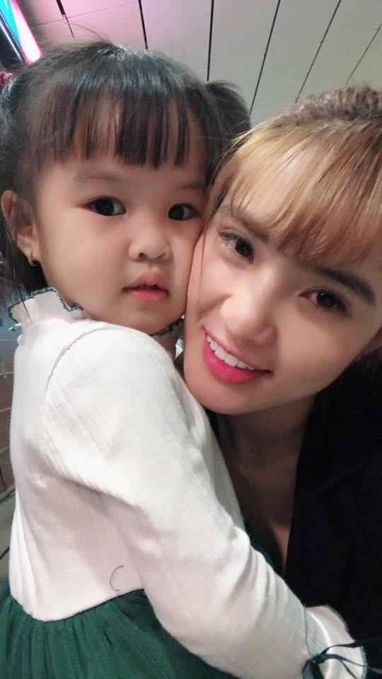 Sau hơn 1 năm sinh sống ở Singapore, cuộc sống của em gái Công Vinh giờ ra sao? - Ảnh 8