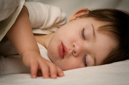 Tại sao cha mẹ nên cho con ngủ trước 9h tối? - Ảnh 1