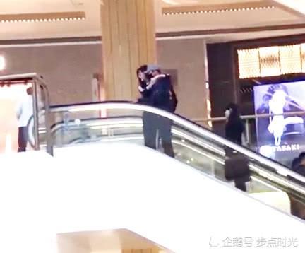 Giữa tin đồn hoãn cưới, Phạm Băng Băng - Lý Thần hạnh phúc bên nhau cùng đi mua sắm - Ảnh 1