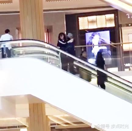 Giữa tin đồn hoãn cưới, Phạm Băng Băng - Lý Thần hạnh phúc bên nhau cùng đi mua sắm - Ảnh 2