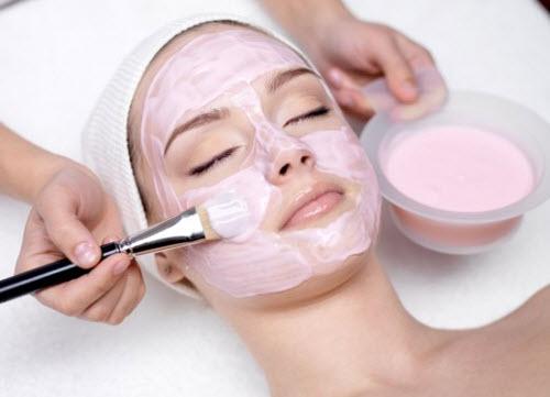Đắp mặt nạ sữa chua để trị mụn cám hiệu quả
