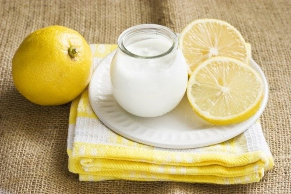 Chanh và sữa chua giúp loại sạch mụn cám nhanh chóng