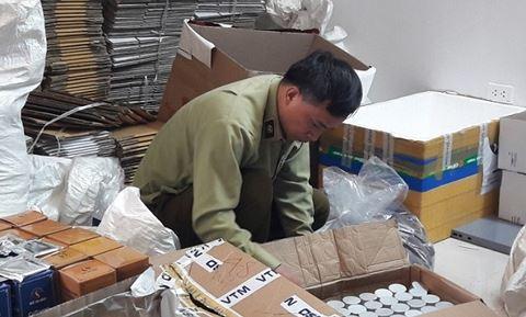 Choáng trước hàng nghìn sản phẩm mỹ phẩm sản xuất trong nhà vệ sinh - Ảnh 1