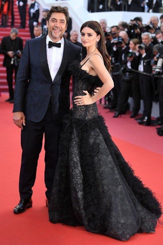 Lý Nhã Kỳ váy đỏ nổi bật trên thảm đỏ Cannes - Ảnh 11