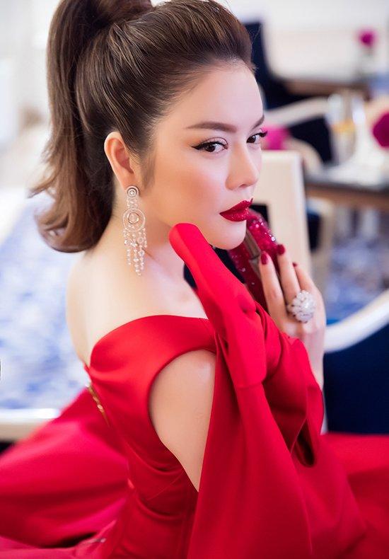 Lý Nhã Kỳ váy đỏ nổi bật trên thảm đỏ Cannes - Ảnh 4