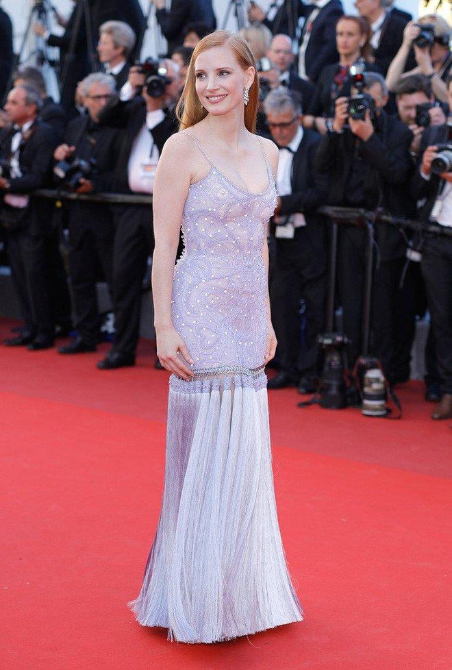 Lý Nhã Kỳ váy đỏ nổi bật trên thảm đỏ Cannes - Ảnh 6