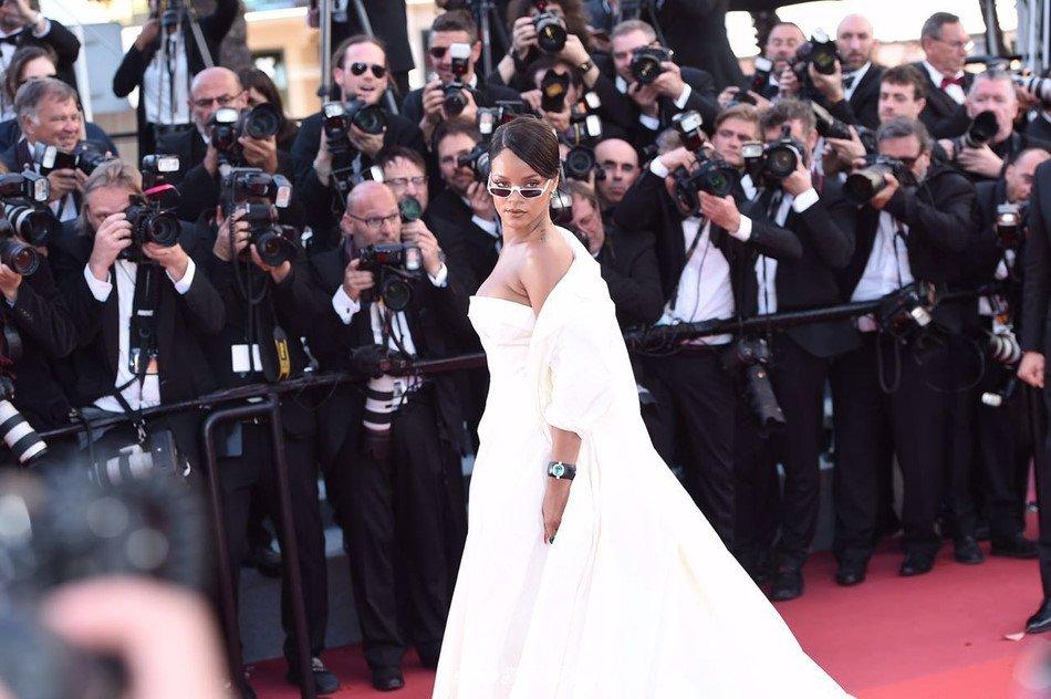 Lý Nhã Kỳ váy đỏ nổi bật trên thảm đỏ Cannes - Ảnh 7