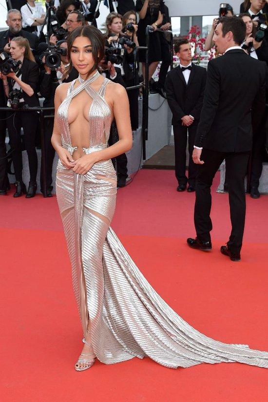 Lý Nhã Kỳ váy đỏ nổi bật trên thảm đỏ Cannes - Ảnh 10