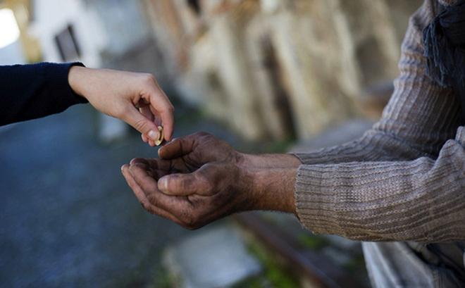 Chàng thanh niên nghèo trở nên giàu có sau khi nhặt được một đồng xu - Ảnh 1