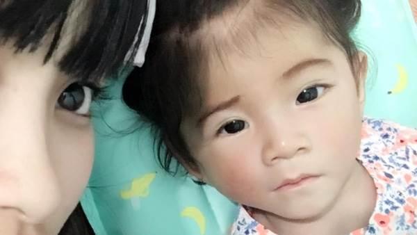 Bé Yến Nhi 14 tháng tuổi nặng 3,5kg: Hình ảnh MỚI NHẤT về cái Tết ấm áp đầu tiên bên mẹ nuôi   - Ảnh 2