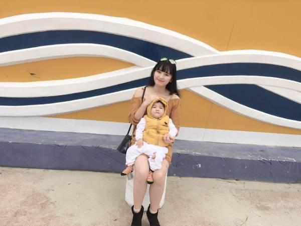 Bé Yến Nhi 14 tháng tuổi nặng 3,5kg: Hình ảnh MỚI NHẤT về cái Tết ấm áp đầu tiên bên mẹ nuôi   - Ảnh 4