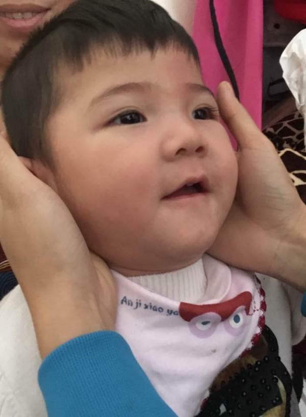 Bé Yến Nhi 14 tháng tuổi nặng 3,5kg: Hình ảnh MỚI NHẤT về cái Tết ấm áp đầu tiên bên mẹ nuôi   - Ảnh 9