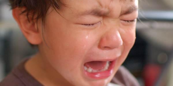 Đừng hỏi vì sao con hay quấy khóc và cáu gắt, bởi bố mẹ thật chẳng hiểu con - Ảnh 1
