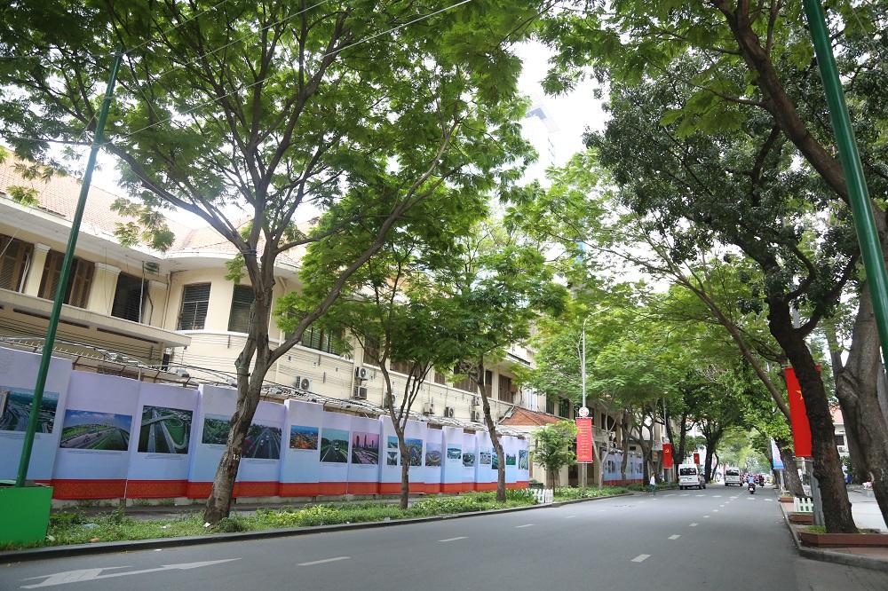 Đường phố Sài Gòn vắng xe, yên bình ngày đầu năm mới 2019 - Ảnh 1
