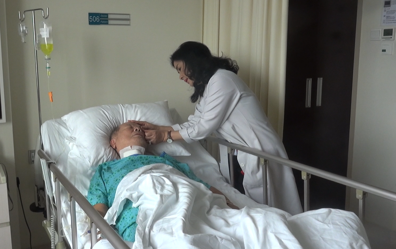 Cứu sống bệnh nhân 72 tuổi gặp biến chứng ngặt nghèo - Ảnh 1