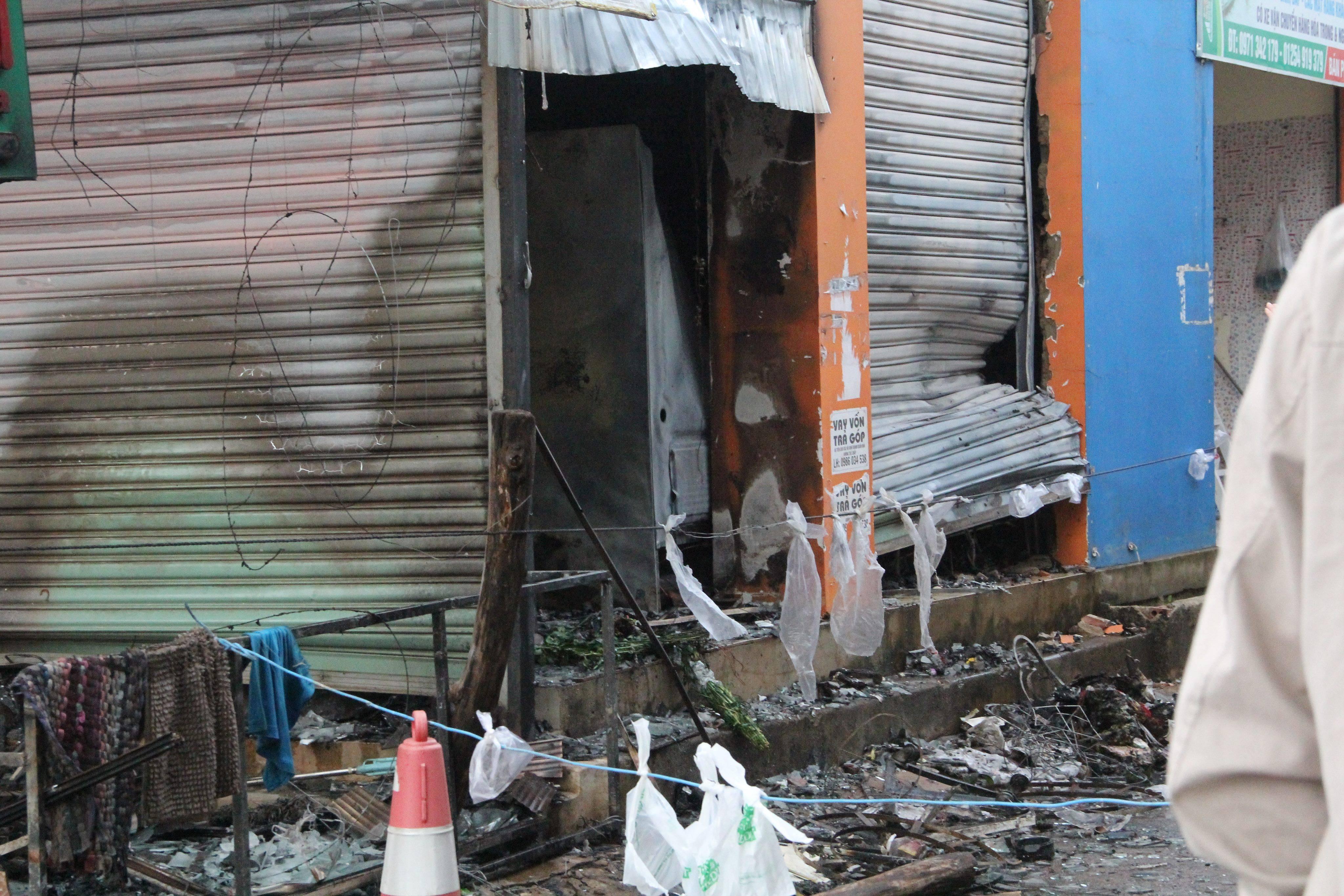 Khởi tố hung thủ phóng hỏa đốt cửa hàng hoa khiến 2 thiếu nữ tử vong - Ảnh 2