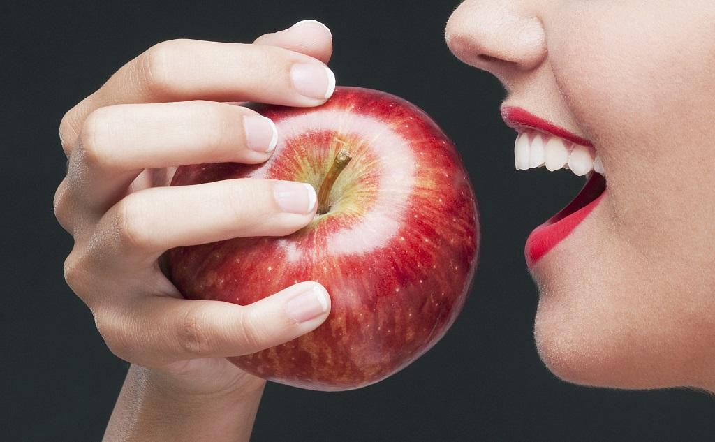 Táo bổ dưỡng và có tác dụng giảm cân nhưng nên thận trọng khi ăn quá nhiều