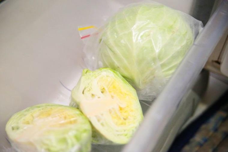 Trường hợp đã sử dụng một phần thì nên dùng màng bọc thực phẩm bao kín phần còn lại rồi bảo quản trong ngăn mát tủ lạnh