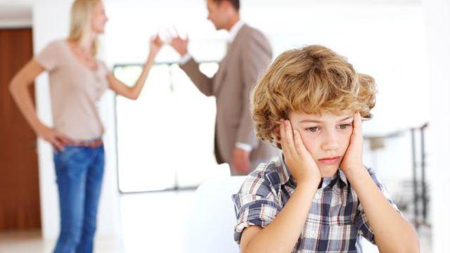 Trước mặt trẻ, bố mẹ cần hạn chế đến mức thấp nhất việc tỏ ra tức giận với bất kì ai