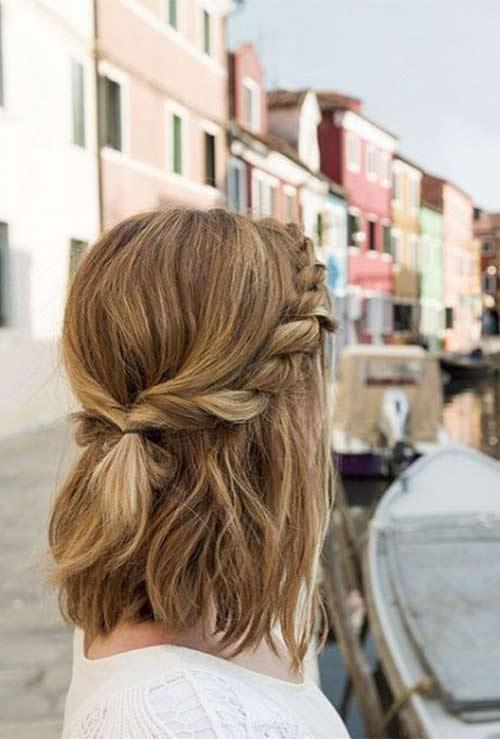 Kiểu tết tóc hai bên buộc phía sau là kiểu tóc mang đến vẻ đẹp vừa sang trọng vừa đầy đáng yêu