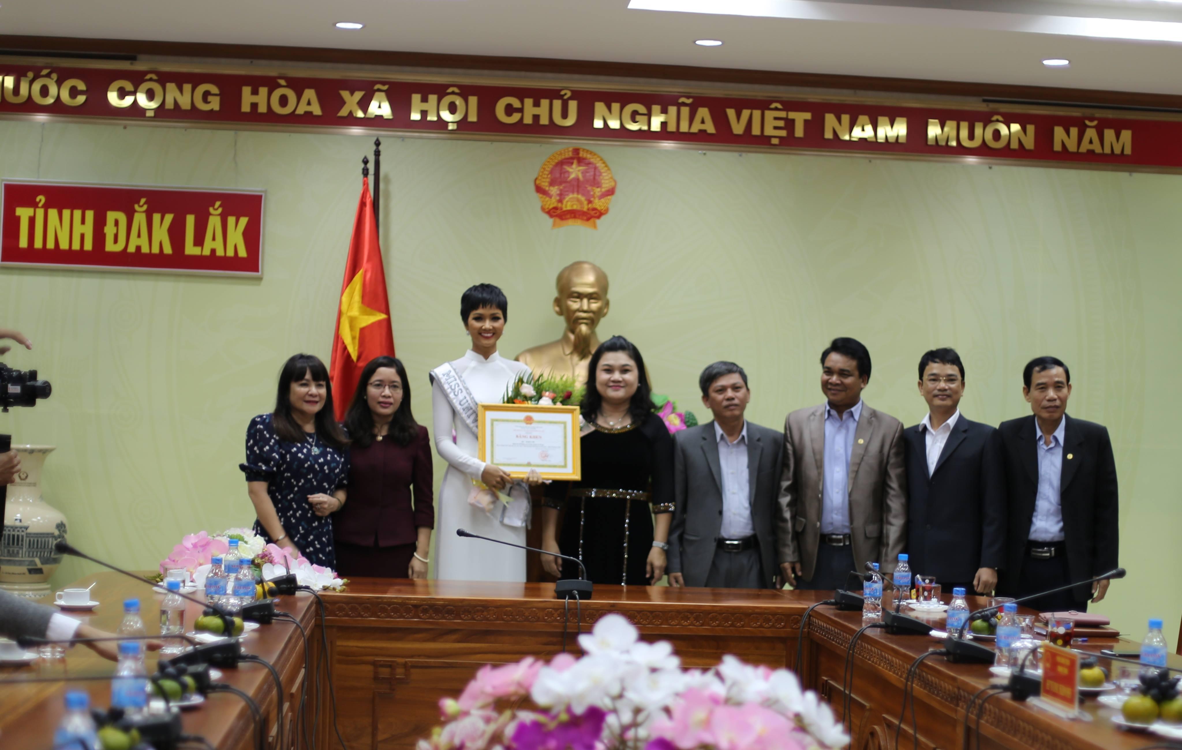 Tỉnh Đắk Lắk mời hoa hậu H'Hen Niê làm đại sứ cho cà phê Buôn Ma Thuột - Ảnh 1