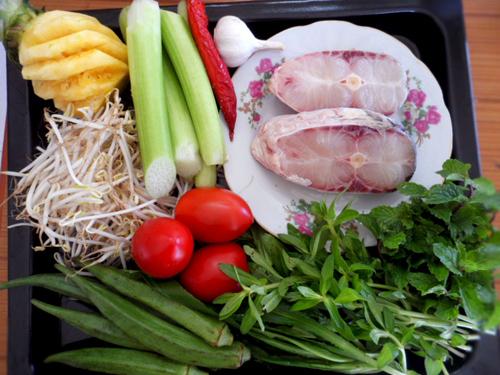 Nguyên liệu cho món canh chua cá lóc