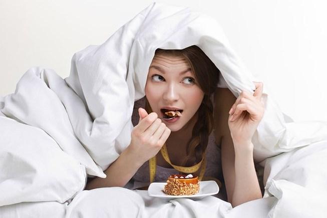Không ăn trước khi ngủ nếu không muốn tăng cân.